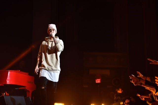 abd8af0c6b9 Justin Bieber shines spotlight on Toronto for rare acoustic concert